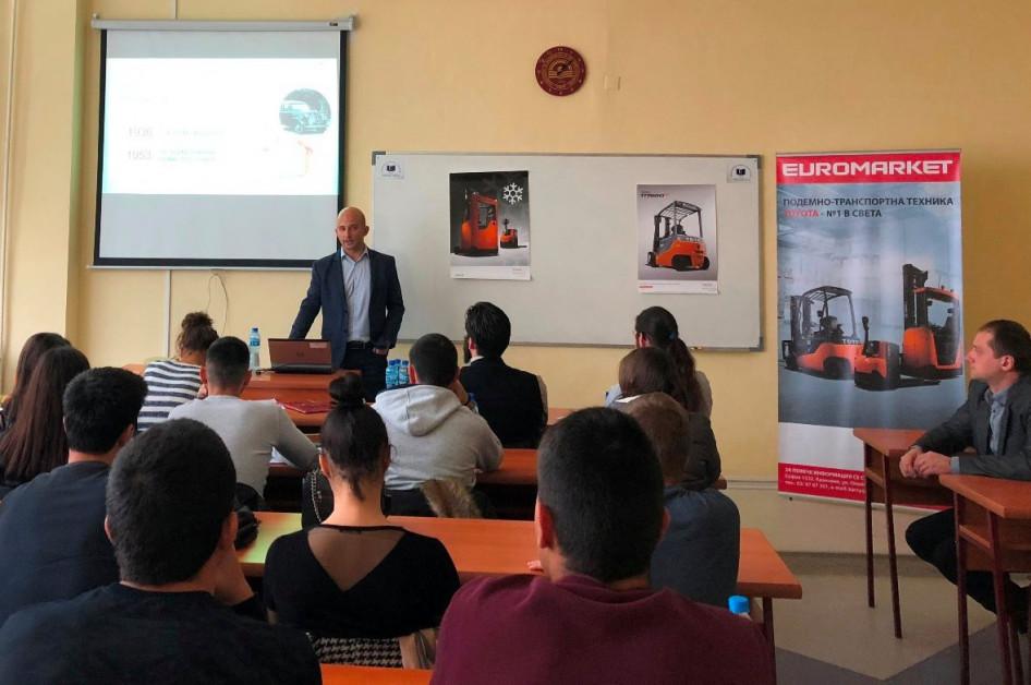 Новини Евромаркет Кари гостува на студенти от УНСС